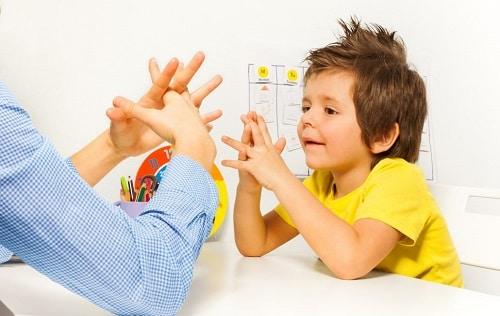 ребенок у нейропсихолога