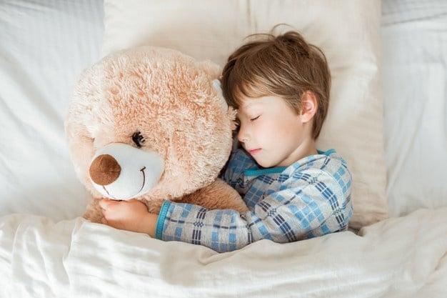 Ребенок не засыпает самостоятельно: как решить проблему